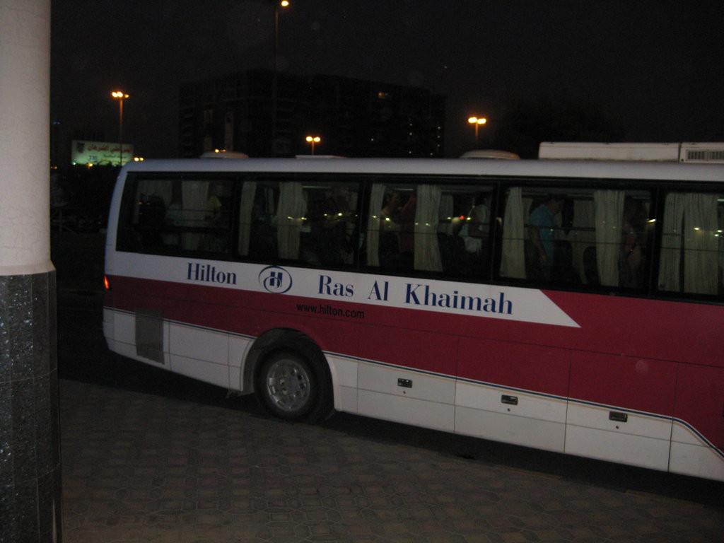 Автобус отеля Hilton в Рас-аль-Хайме