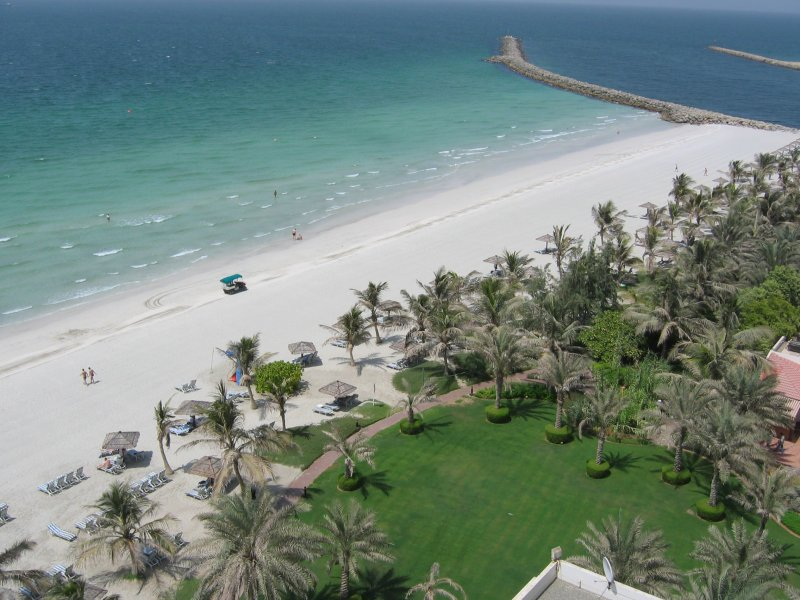 Белые пески пляжа в Аджмане