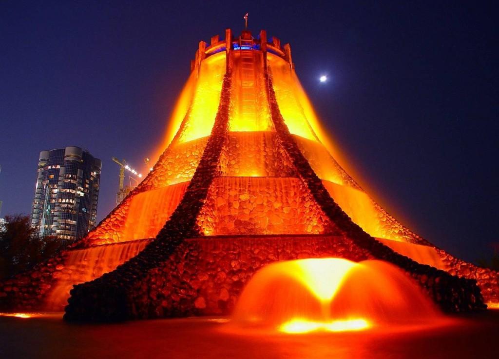 Фонтан Вулкан ночью