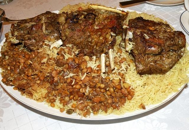 Гузи - мясо ягненка с рисом и орехами.