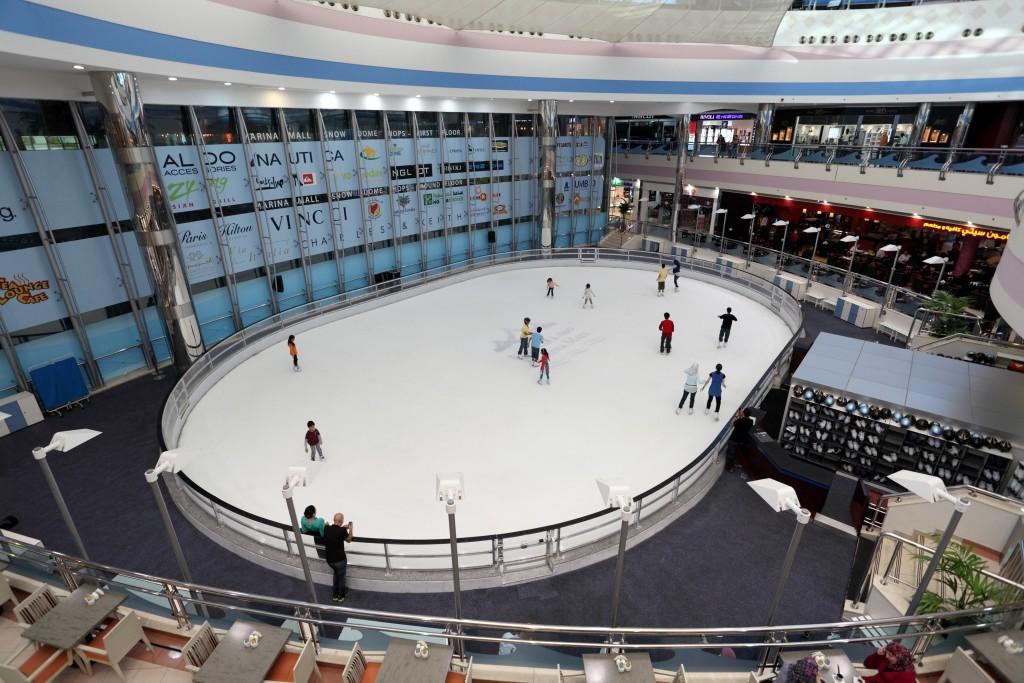 Каток в Marina Mall