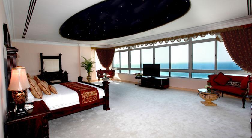 Комфортабельные номера отеля Ramada Beach Hotel Ajman
