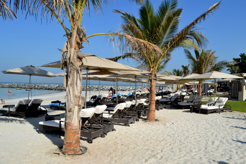 Отдых на пляже Аджмана