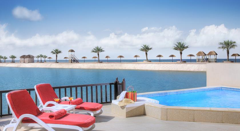 Отдых в отеле The Cove Rotana Resort