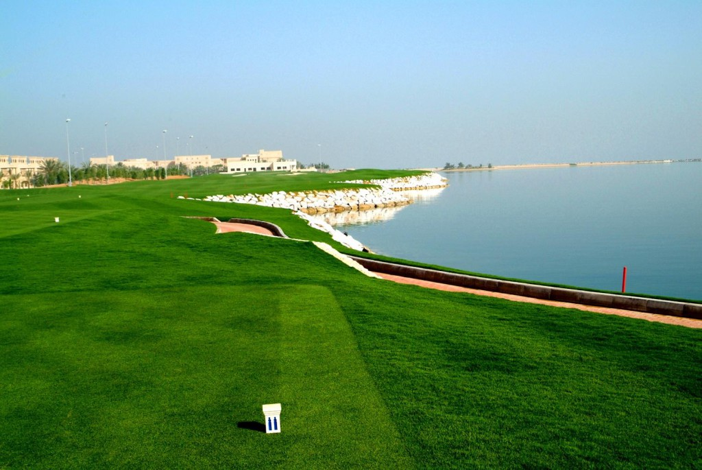 Поле Al Hamra Golf Club