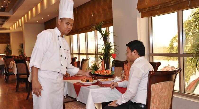 Ресторан при отеле City Hotel