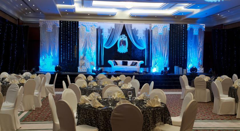Ресторан в One to One - Concorde Fujairah Hotel