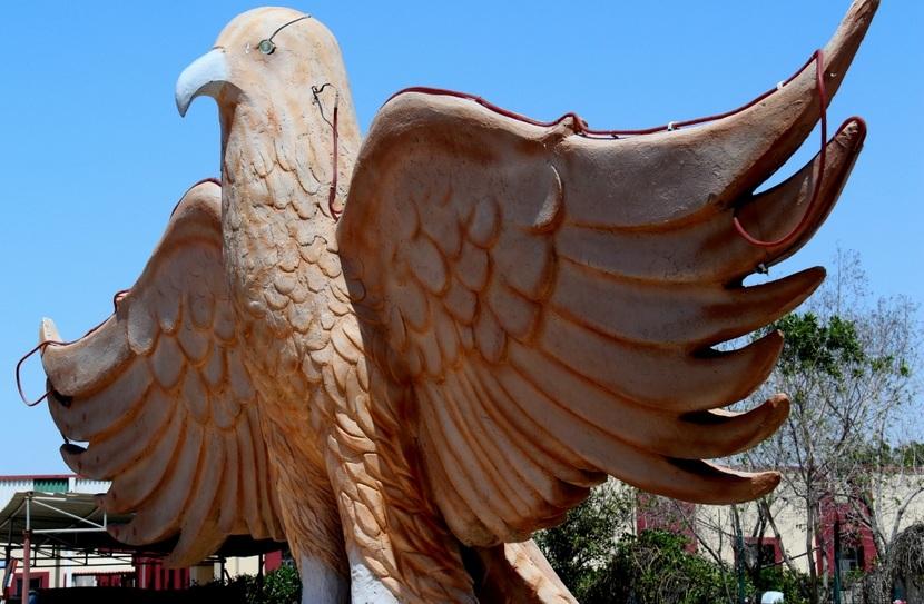 Скульптура Сокол в Умм-аль-Кувейне