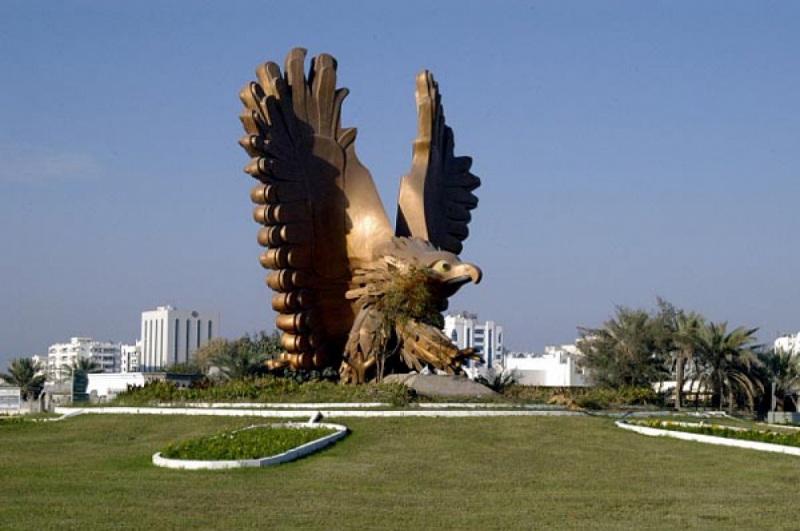 Статуя Сокол