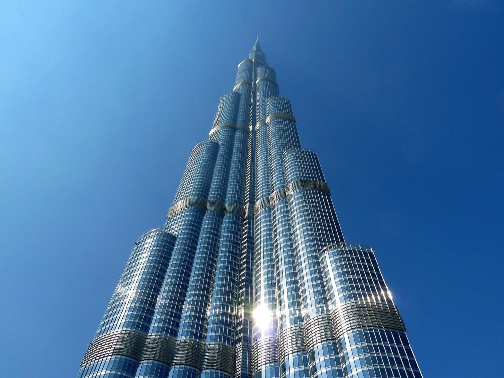Величественный вид здания Бурдж-Халифа