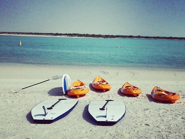 Воды пляжа Yas Beach
