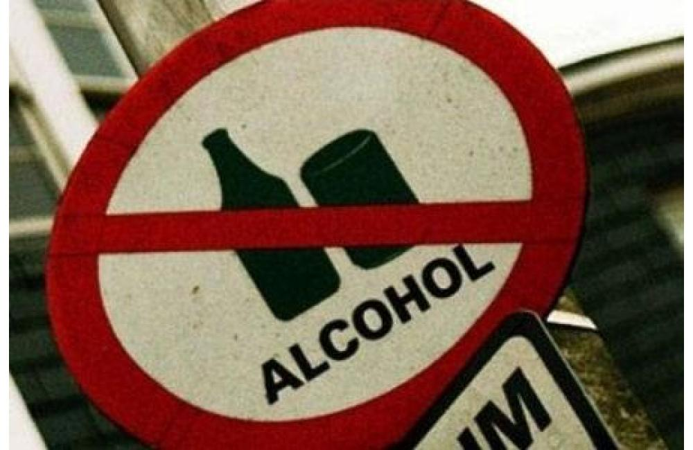 Знак, запрещающий любые действия с алкогольным напитком