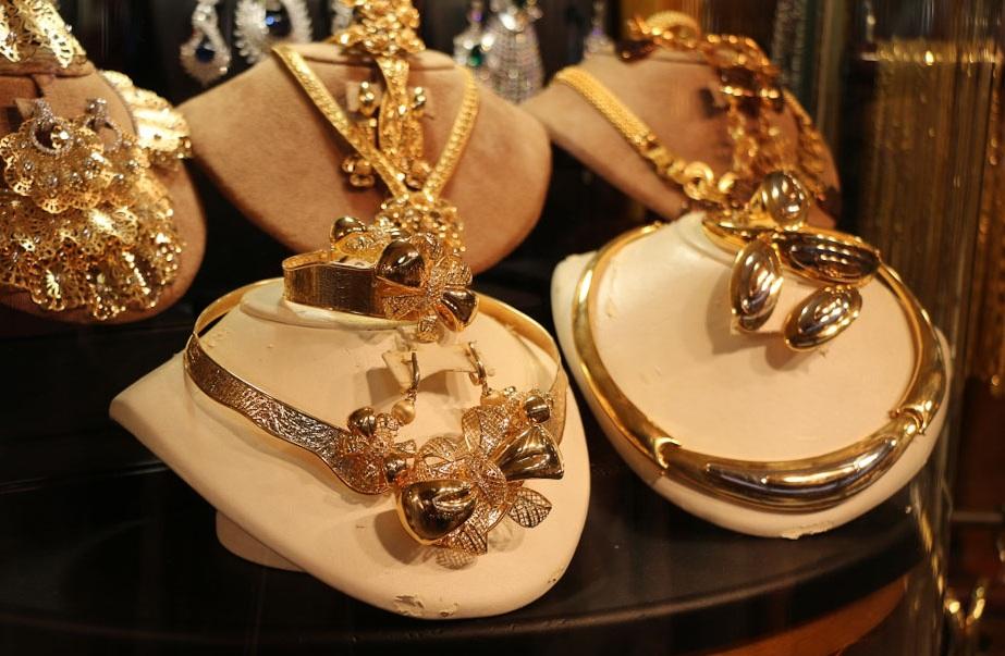 Золотые украшения на рынке