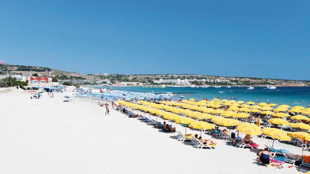 Самый большой пляж Мальты - Mellieha Bay