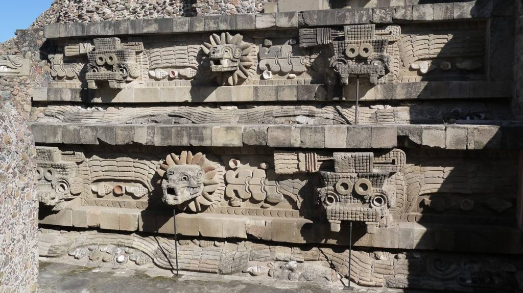Резьба фасада Храма Пернатого Змея